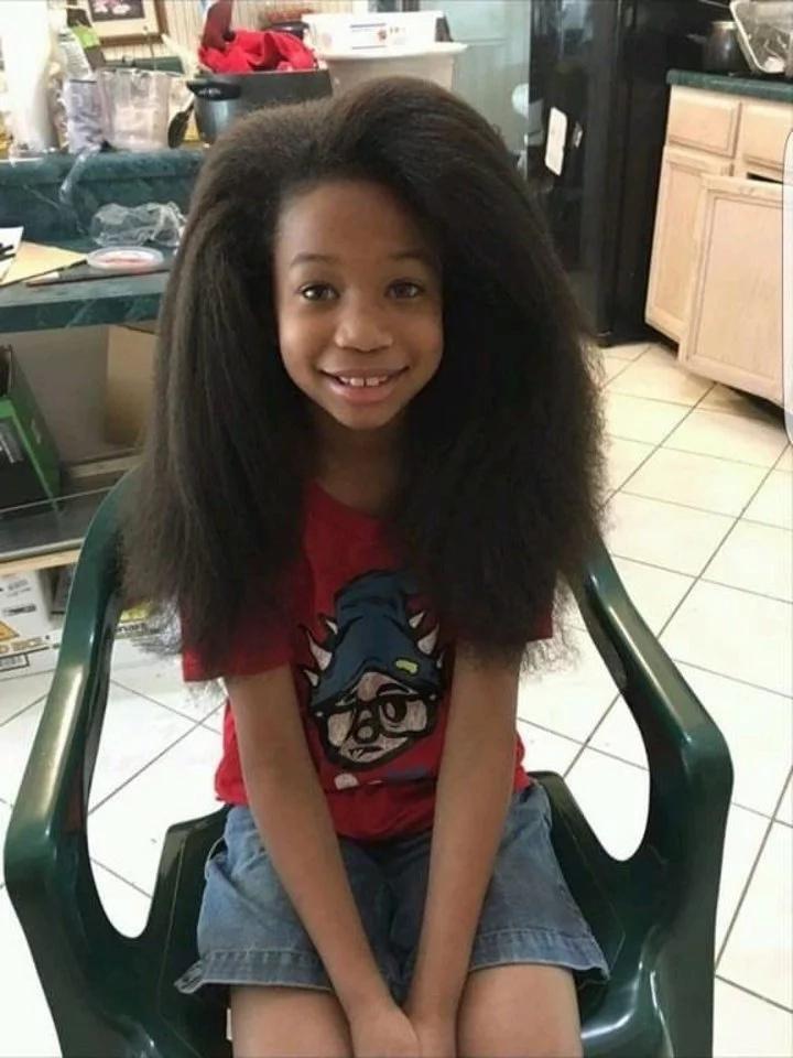 Este niño dejó crecer su pelo por dos años después de ver un video de niña con cáncer