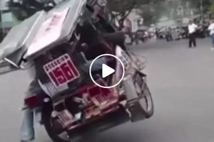 This tricycle driver in Pagadian City impressed villagers with his dangerous tricks...what he did will give you goosebumps!