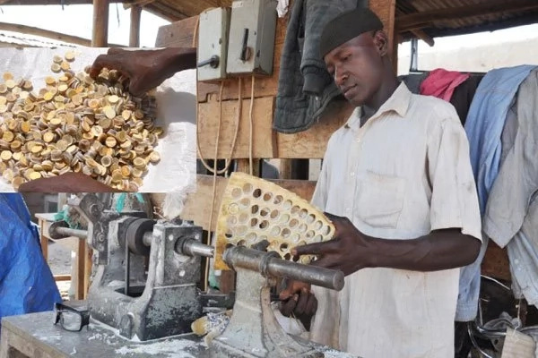 Good BUSINESS! This man creates buttons out of cow horns (photos)