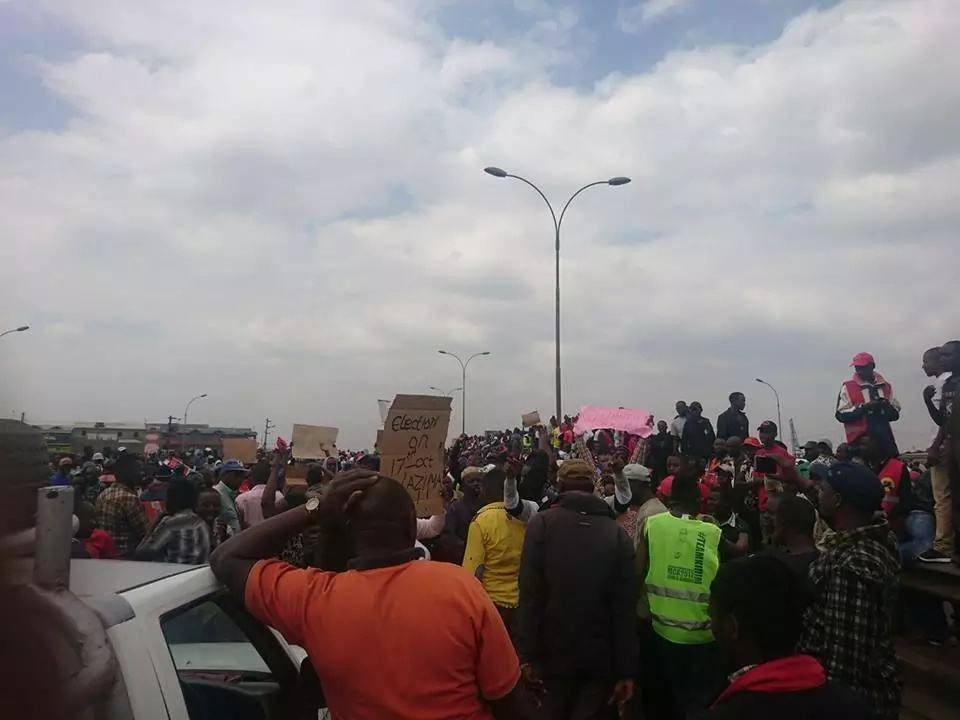 No, Uhuru no peace, road barricaded in Githurai by Uhuru supporters