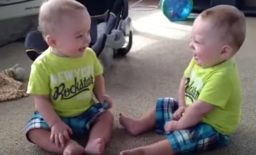 Meet identical twins who have the funniest 'conversation' with each other