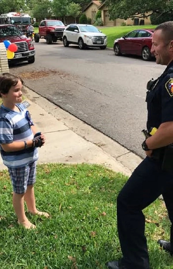 8-year-old-kid-birthday-hurst-police