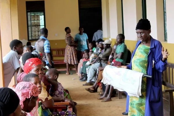 Pregnant women in villages areas travel up to 15km to hospital to deliver while in labour