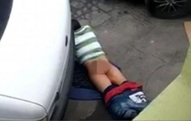 Pillan a este pobre tipo teniendo sexo con el suelo. ¡Sí, el suelo!