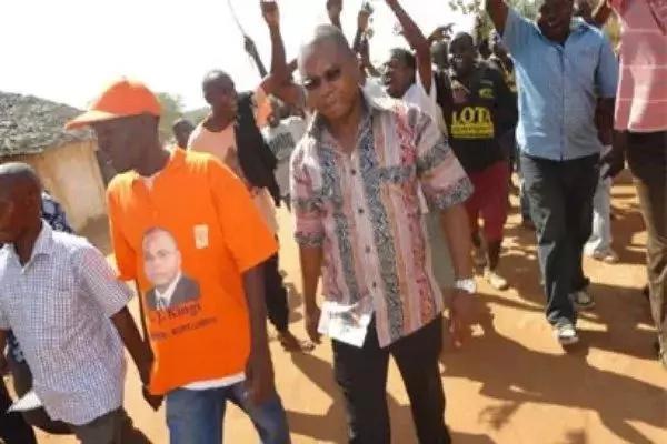 Gavana mwenye ushawishi mkubwa wa ODM na seneta wake washambuliwa na vijana mazishini