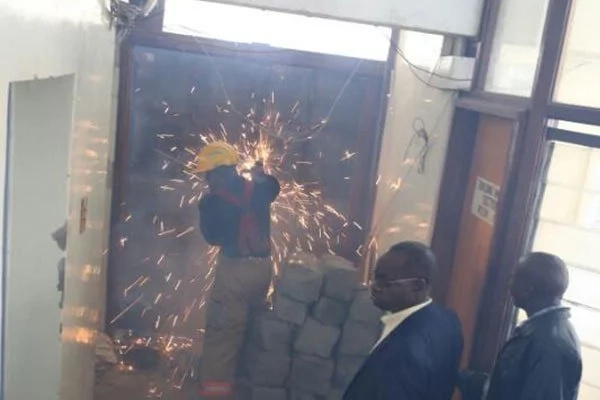 Chaos in City Hall as Kidero's workers CLASH