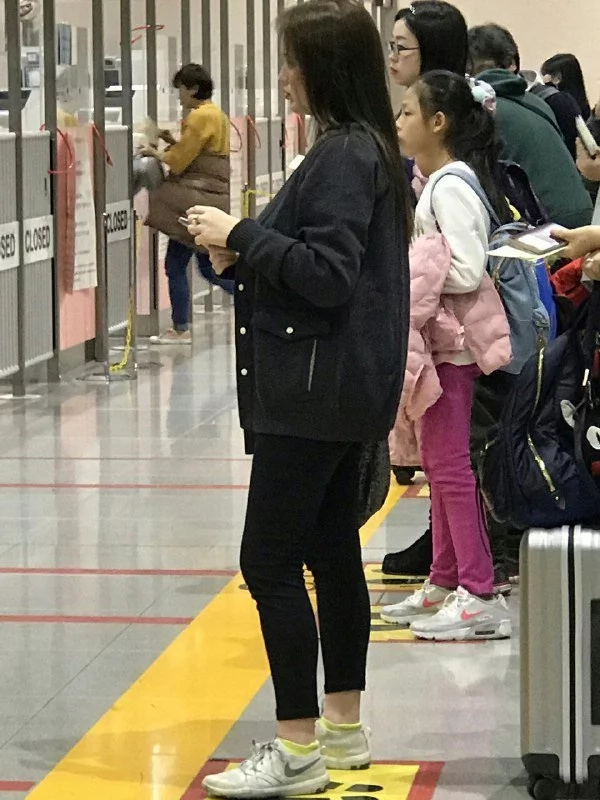 Honeymoon na ba ito? John Lloyd Cruz, Ellen Adarna spotted in Osaka airport amid rumored secret wedding