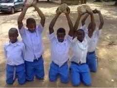 Unyama: Wanafunzi wapewa kichapo cha mbwa (video)