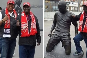 Raila Odinga hangs out with CUTE female Arsenal fan in London (photos)