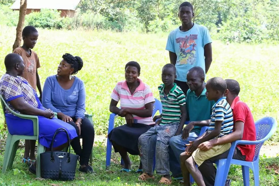 Kenyans of goodwill contribute to Kisumu woman who lost 5 babies(photos)