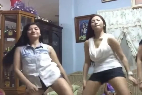 NOW VIRAL: 3 Young Hot Pinays Dance 'Twerk It Like Miley,' Lambasted By Netizens
