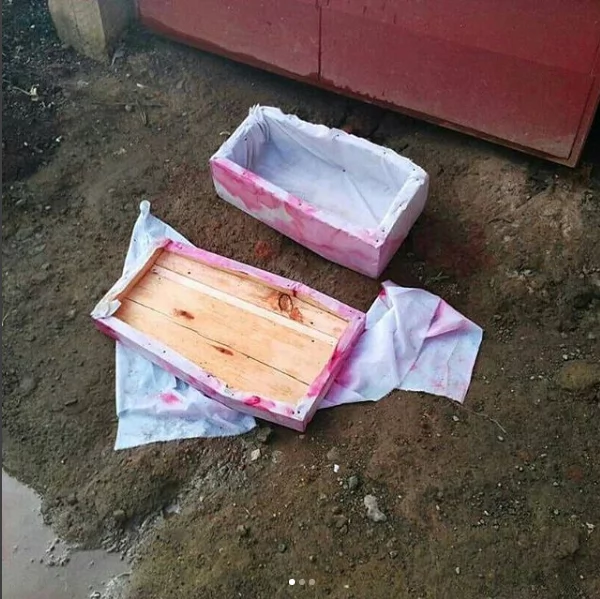Jamaa Tanzania aingiwa na maji tumboni baada kutana na jeneza mlangoni pake