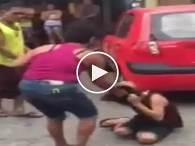 Elderly Pinoy heartthrob tries to stop violent fight between his 2 angry Filipina lovers