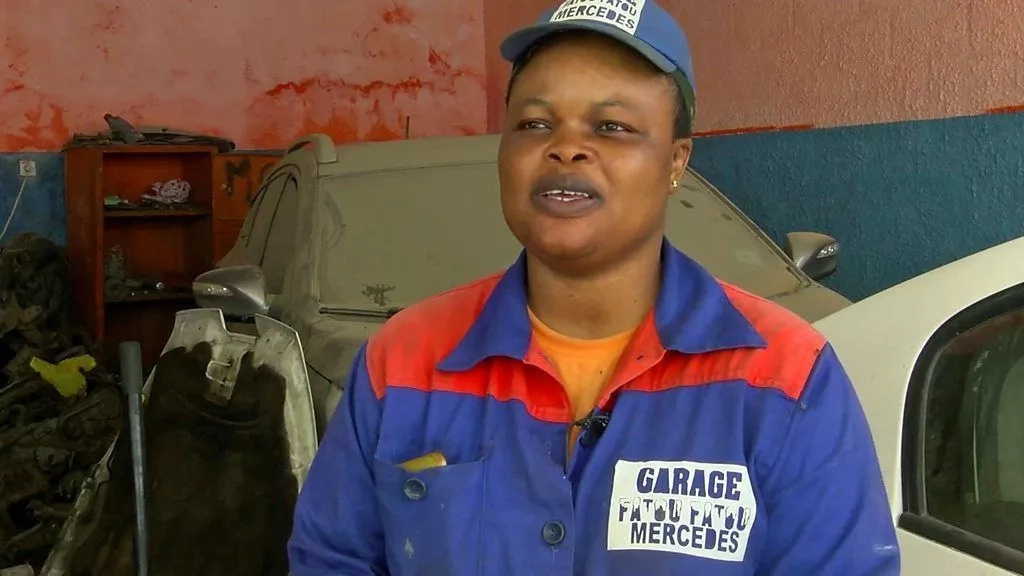 Fatou Camara is a female mechanic. Photo: BBC
