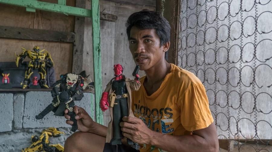 "Avengers star Mark Ruffalo on Pinoy artist-vendor's Hulk doll made from recycled tsinelas: ""Wow"""