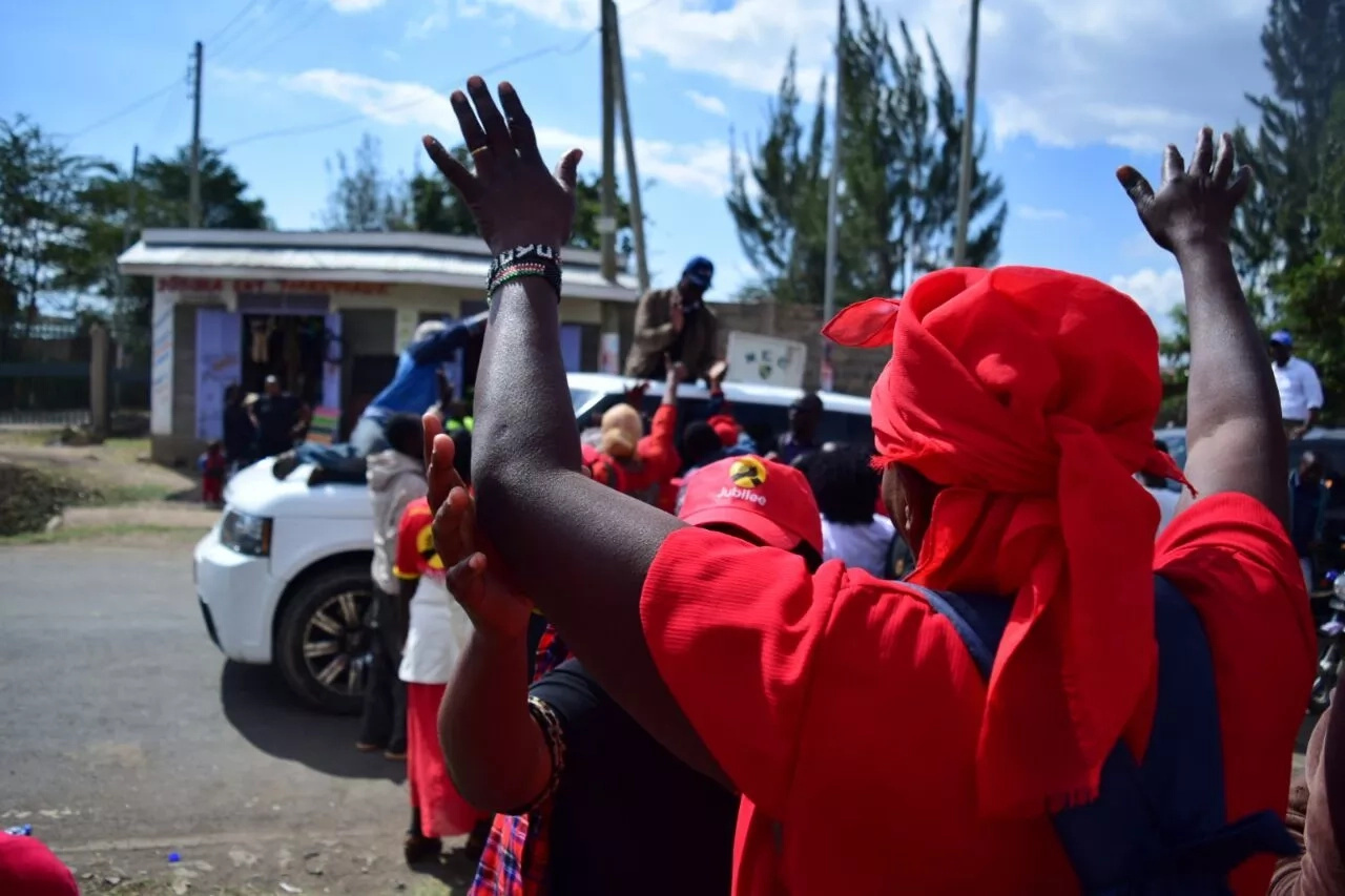 Evans Kidero 'welcomes' Jubilee supporters to 'Canaan' (photos)