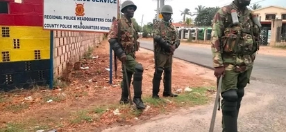 Police Officers beaten up by GSU in Vihiga during chaos for a bizarre reason