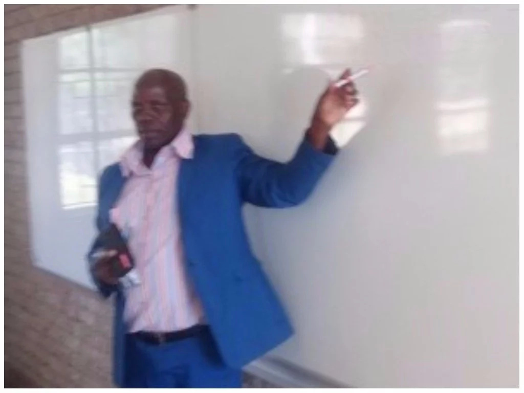 Teacher, 58, who spent over 2 decades teaching math under tree finally gets his classroom