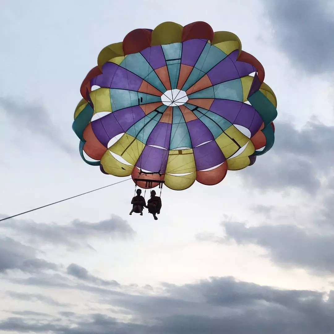 It's obvious that she's not afraid of heights as she tried out parasailing. (Photo credit: Instagram)