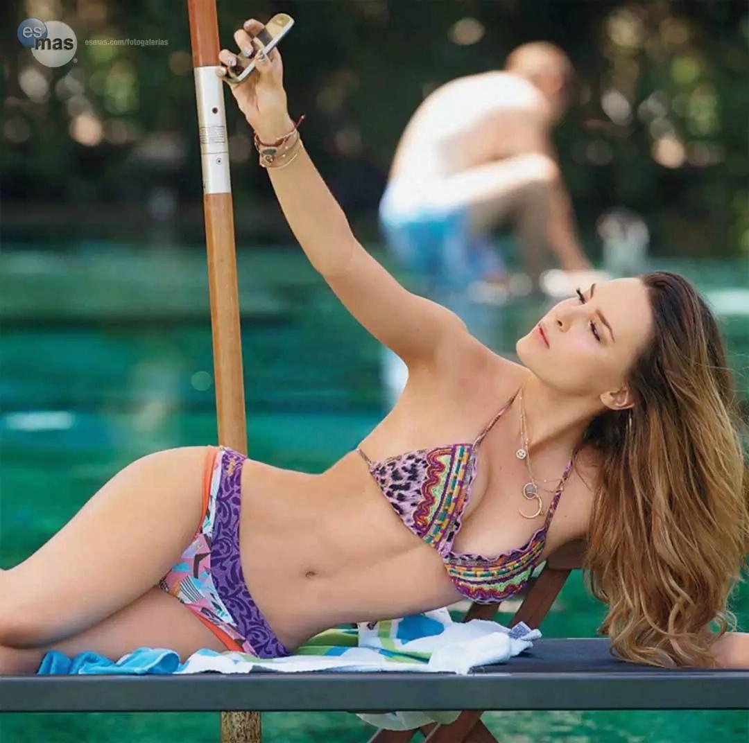 10 fotos de Belinda en las que luce espectacular en bikini