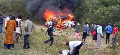 Vehicle carrying corpse bursts into flames, one dead (photos)