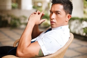 Dennis Trillo wows fans with his herculean body and swimming trunks