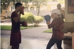 Watch Manny Pacquiao train his wife Jinkee how to box! Her punching skills will really amaze you!