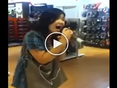 Filipina made cry everyone with her cover of 'On the wings of love' in shopping mall