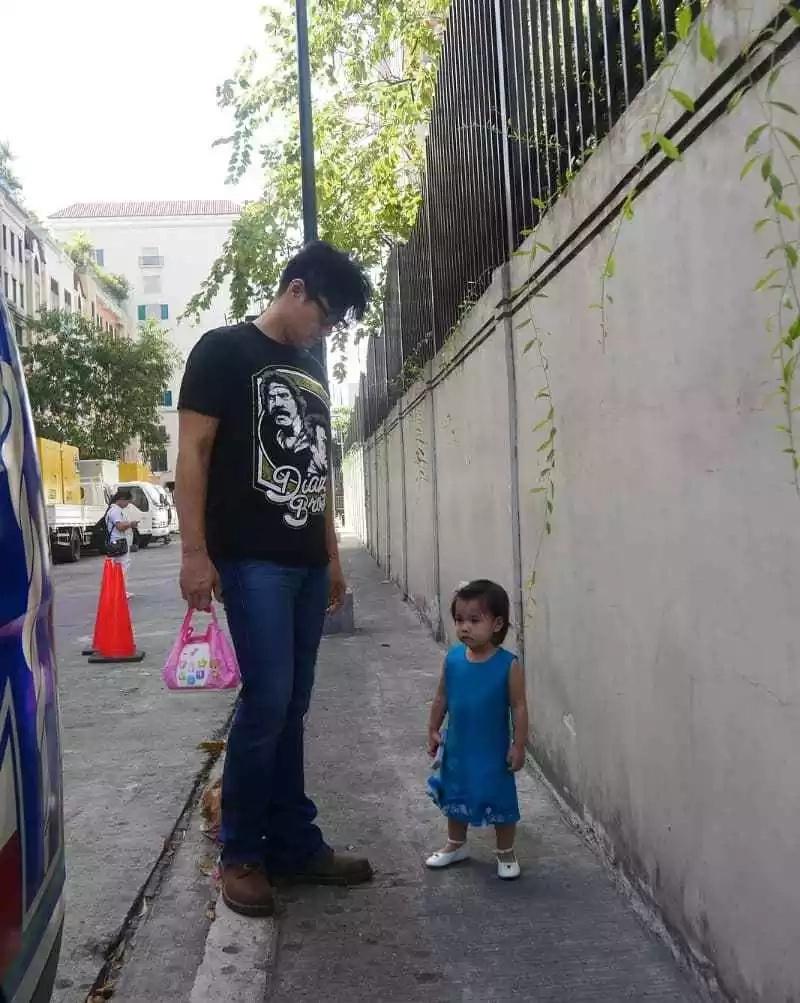 Hinatid si Robin sa ABS-CBN! Isabella Padilla accompanies her Daddy Robin Padilla to work