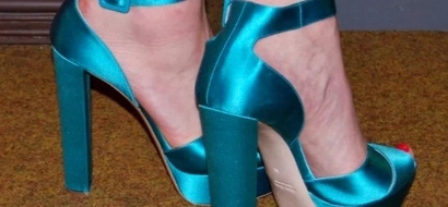 I taped my toes together to see if it made wearing high heels more comfortable