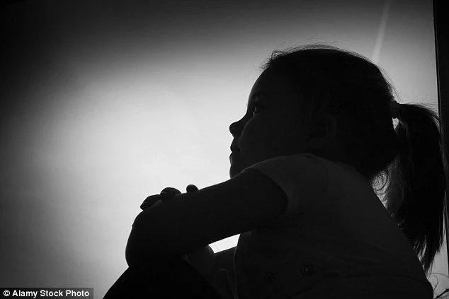 Violó a su hijastra y la dejó embarazada
