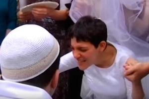 Ein Paar mit Zerebralparese hatte Hochzeit: Sie werden weinen weil der Video der Woche