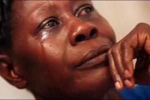 Mwanamume ALALA na mama na binti yake. Mama afanya jambo la KUSHANGAZA! (picha)