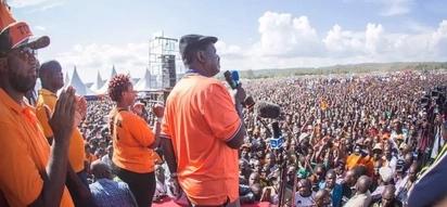 Hizi ndizo pesa ambazo Raila apanga kutumia katika mtandao wa WhatsApp kuomba kura (Picha)
