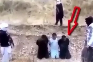 Incredible moment a hostage escapes execution and kills his ISIS captors