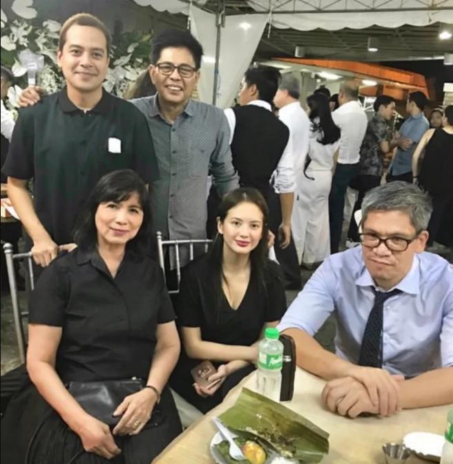 Balik Pinas na! John Lloyd Cruz and Ellen Adarna attend wake of Lupe Romulo