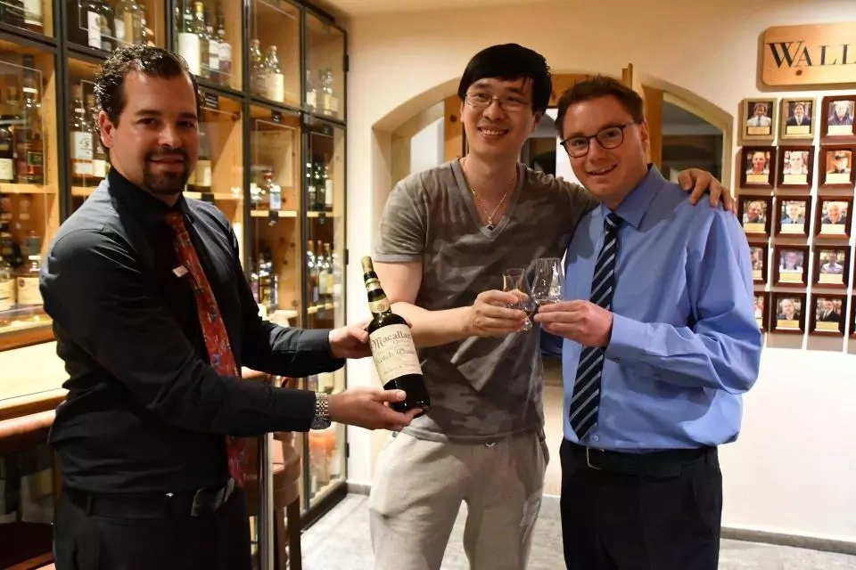 Bernasconi (right) flew to China to refund Wei (centre) his money. Photo: SWNS