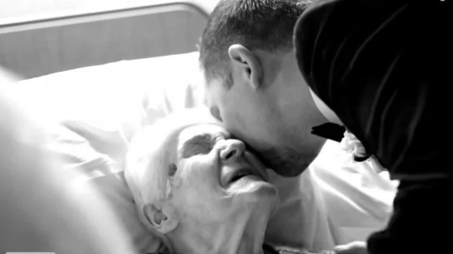 91-year-old can't leave hospital for wedding, so bride & groom give surprise that makes her gasp