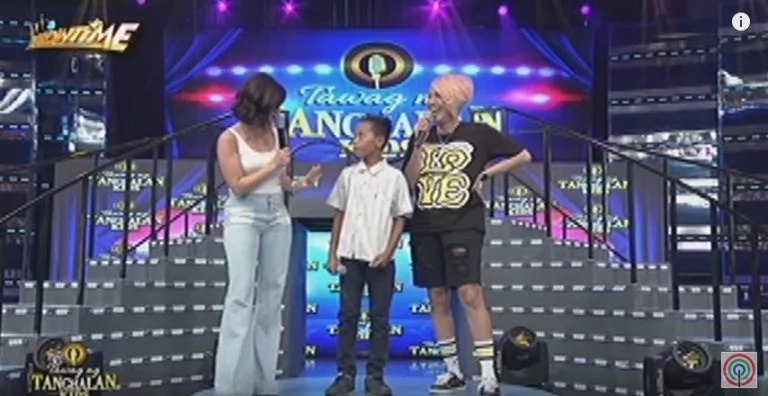 Vice Ganda gives contestant a TV set