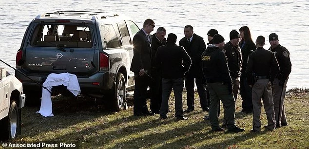 Paramedic rescues 3-month-old toddler from SUV submerged in lake, mother's body also discovered