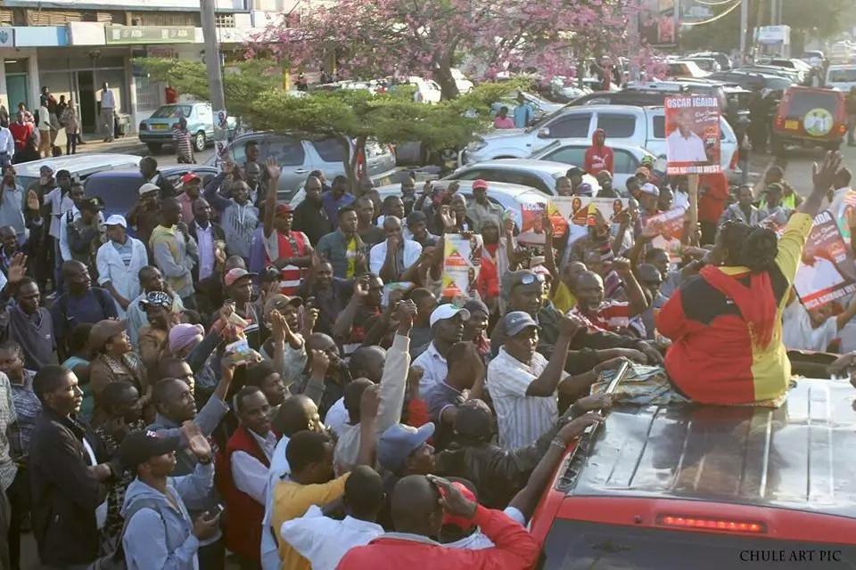 Ajabu: Waziri awashauri Wakenya kupokea pesa kutoka kwa wanasiasa!