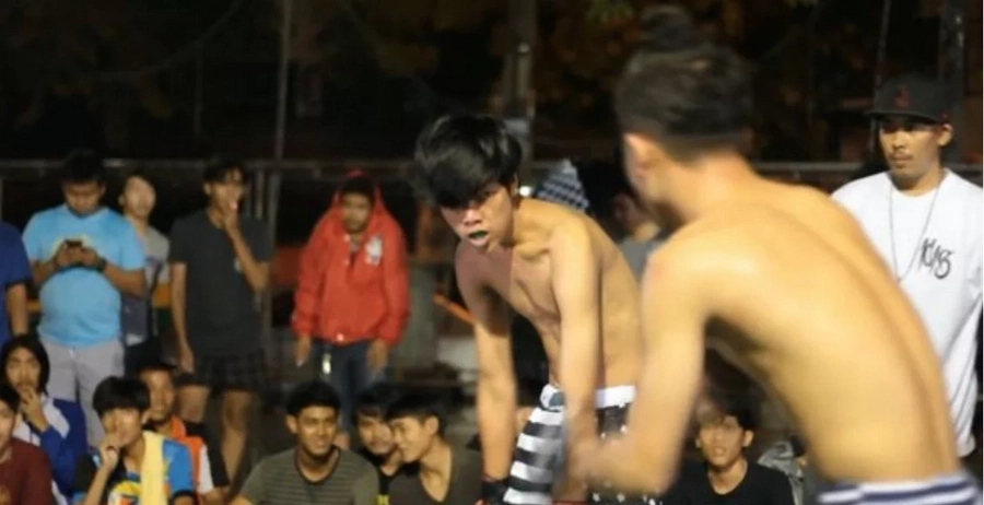 Brutal street fights in Thailand similar to Fight Club