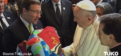EXCLUSIVE PHOTO: See Environmentally Friendly Gift UNEP Director Gave Pope Francis