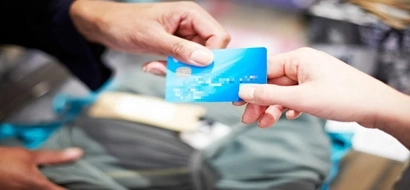 Netizen shares how her relatives 'ride' on her credit card but fail not pay, leaving her caught in debt