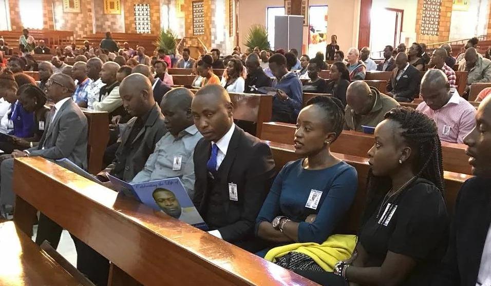 Mamake rubani aliyefariki katika mkasa wa ndege Nakuru awagusa waombolezaji katika ibada yake