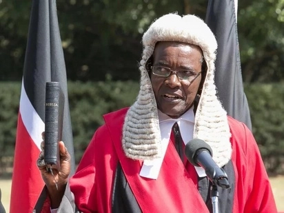 CJ Maraga sounds warning to Uhuru and Jubilee MPs