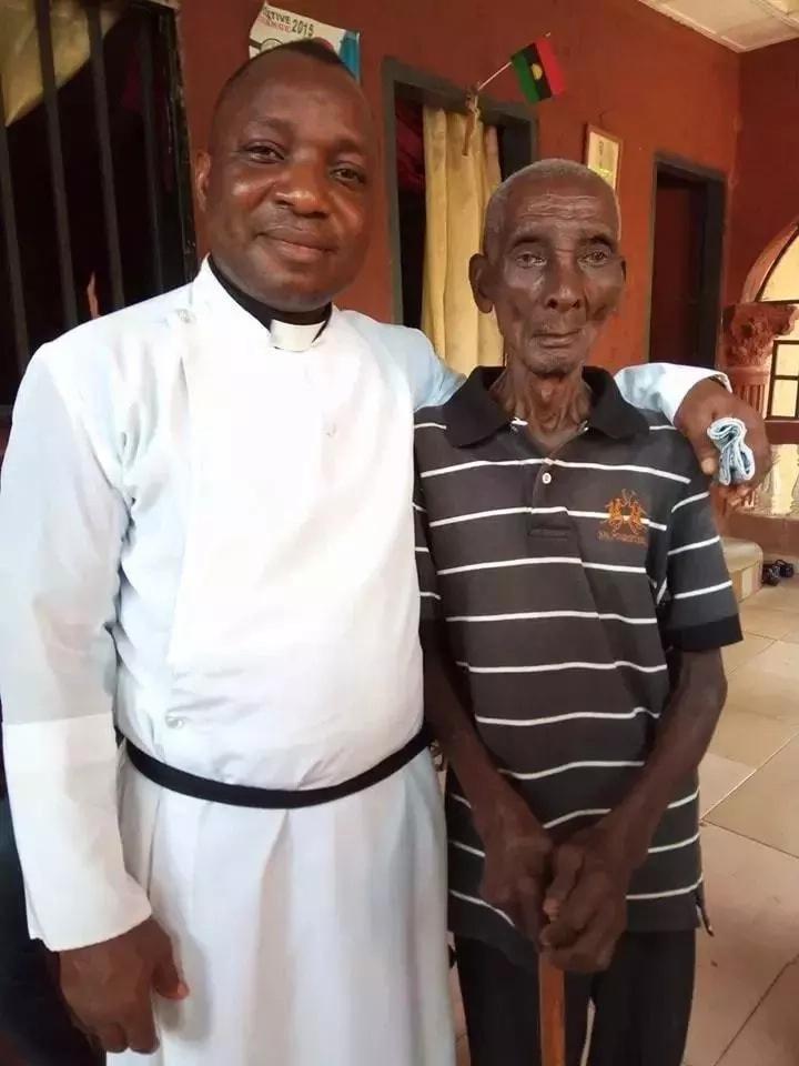 Mchungaji Nigeria akutana na mzee wa zaidi ya miaka 130 ambaye bado ngangari (picha)