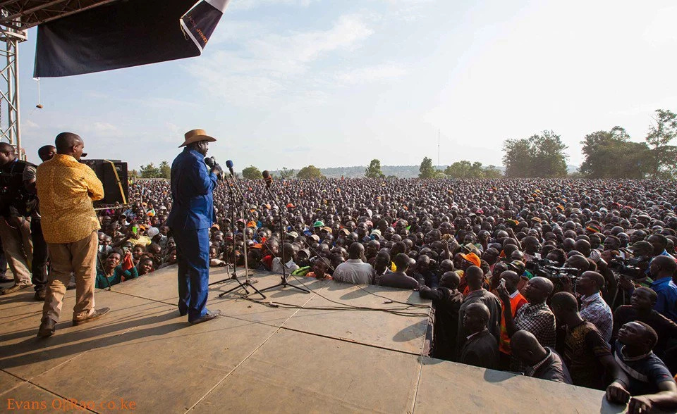 Raila accuses Uhuru of buying opposition members