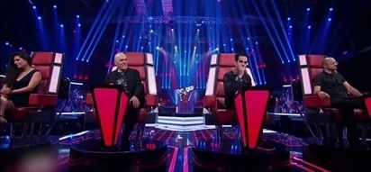 """You've got to see this! """"The Voice"""" contestant turns 4 chairs without even singing"""