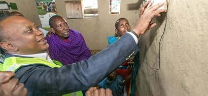The day Uhuru Kenyatta risked getting electric shock in Narok (video)
